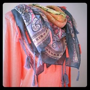 AMERICAN EAGLE OUTFITTERS scarf with tassels